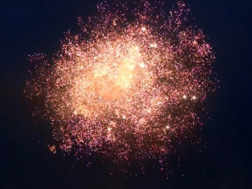 Crackling effect of the Noise Machine - 48mm / 36 shots cakebox - Red Wire professional fireworks