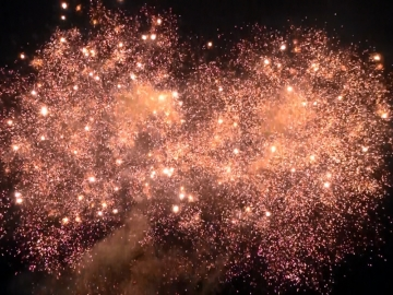 Big professional fireworks display with loud crackling bouquets, available at Xena Vuurwerk BV - The Netherlands