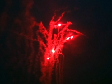 Red Wire professional fireworks cakebox with moving red stars effect. Distributed by Xena Vuurwerk BV from Holland