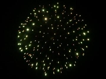6 inch shell red to green to white strobe. Professional RedWire fireworks, distributed by Xena Vuurwerk BV - Holland