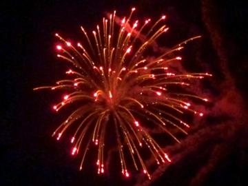 6 inch shell red glitter willow with blue core. Professional RedWire fireworks, distributed by Xena Vuurwerk BV - Holland