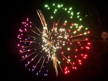 6 inch shell red, green, blue, purple with brocade cross ring and white strobe pistil. Professional RedWire fireworks, distributed by Xena Vuurwerk BV - Holland