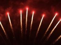 RedWire fireworks 11 shots single row with green mine and red comets. This product can be ordered at Xena Vuurwerk - The Netherlands